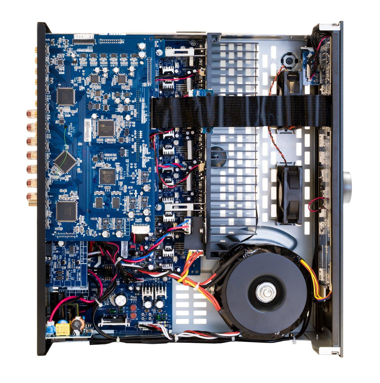 Могучий тороидальный трансформатор позволяет AVR390 выдавать более чем достойную выходную мощность