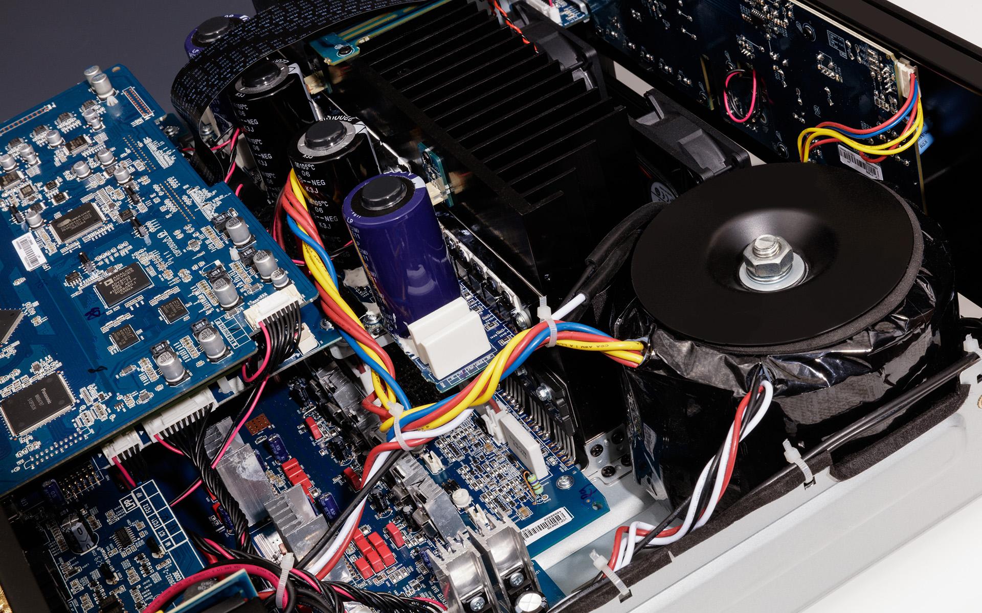 В конструкции ARCAM AVR850 используются только самые качественные элементы