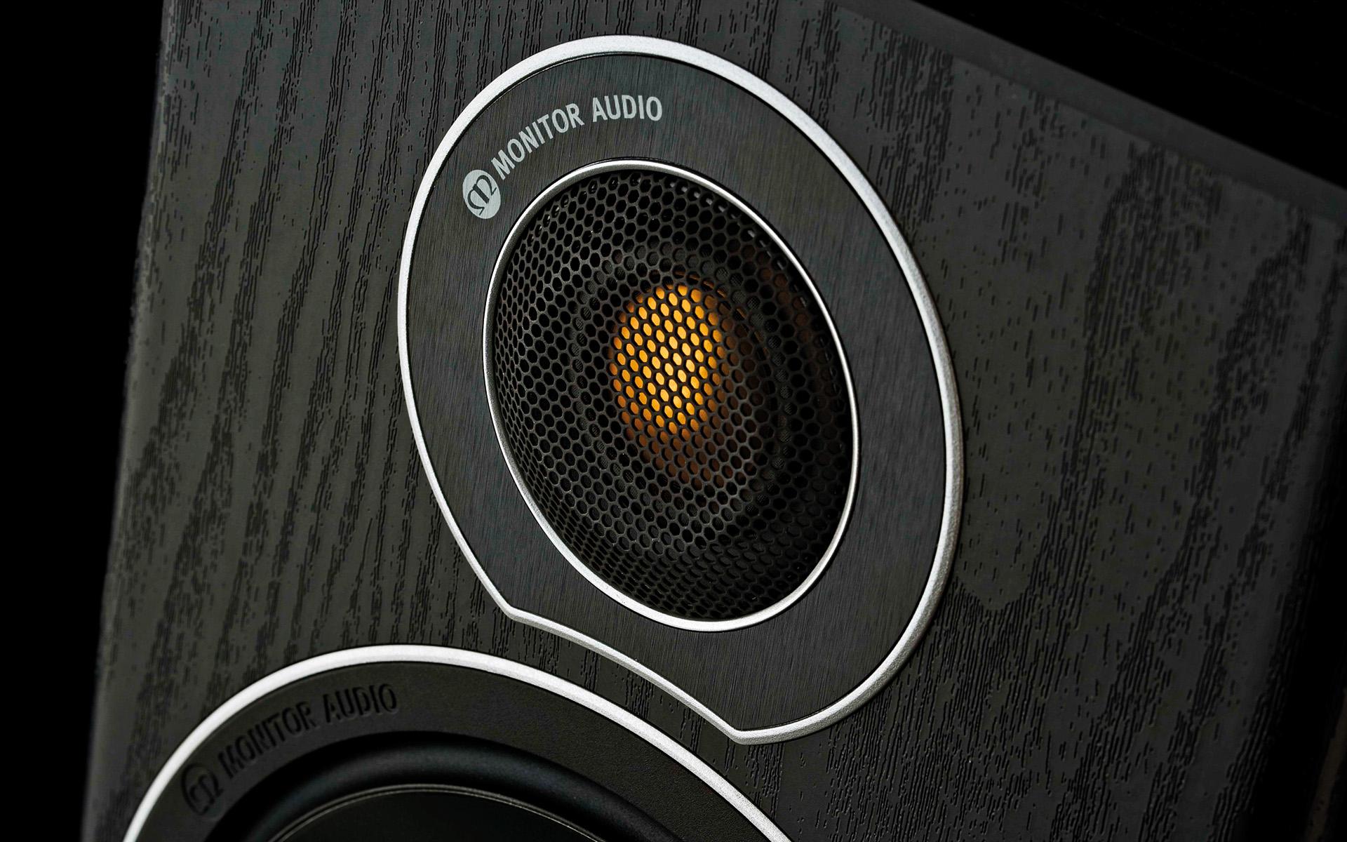 Купольный твитер акустических систем Monitor Audio Bronze 2 можно безошибочно идентифицировать по фирменному «золотому» напылению