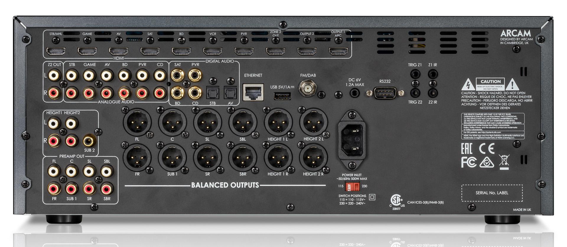 В предусилителе AV860 потребителю предлагается множество разъёмов для цифрового подключения: 7 входов и 3 выхода HDMI, 4 коаксиальных разъёма и 2 гнезда Toslink. Однако в устройстве отсутствуют аналоговые видеовходы. К 11.2 каналам выходных разъёмов RCA добавлены 12 XLR-выходов. Также имеется достаточно редкий вход DAB.