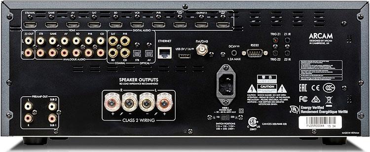 Для стереоресивера у Arcam SR250 весьма широкие возможности подключения