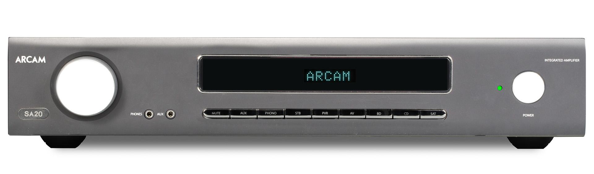 Дизайн фронтальных панелей аппаратов новой серии выглядит вполне современно, однако стиль Arcam узнайтся сразу