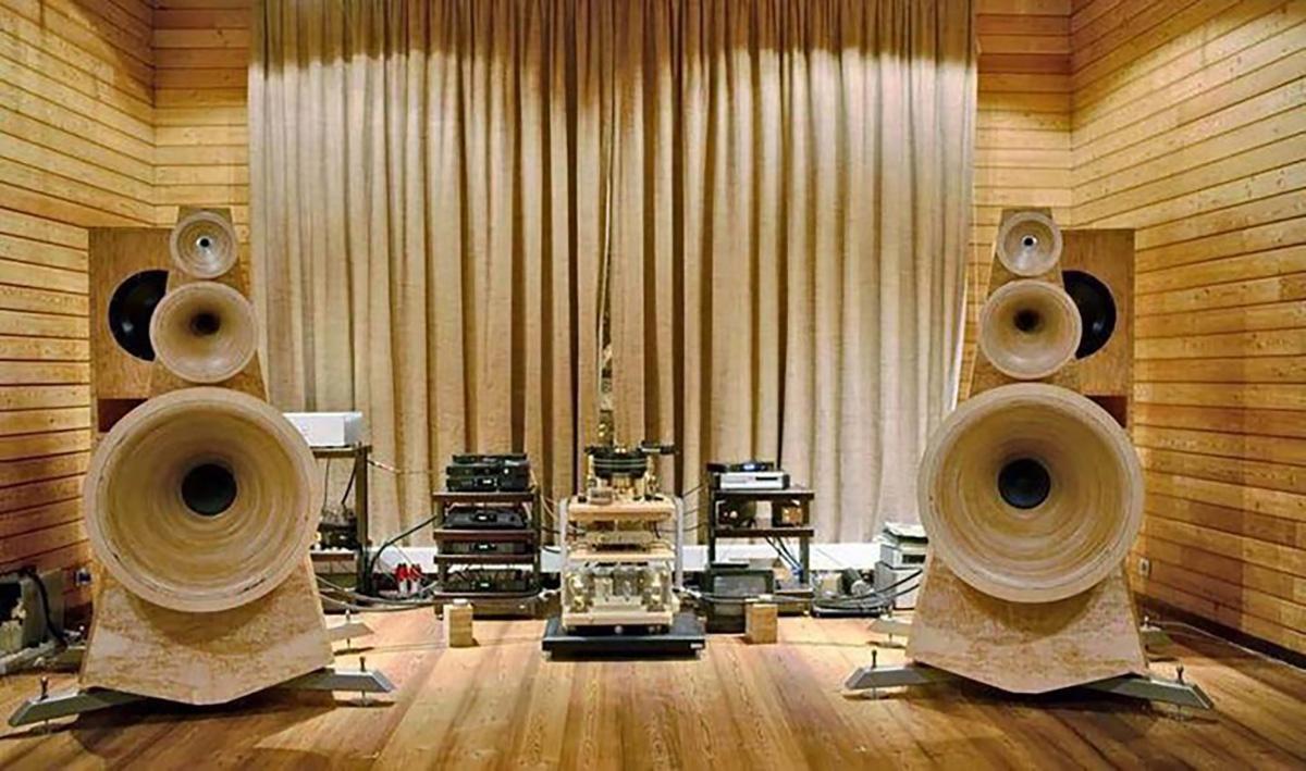 Рупорные акустические системы способны поразить своими габаритами