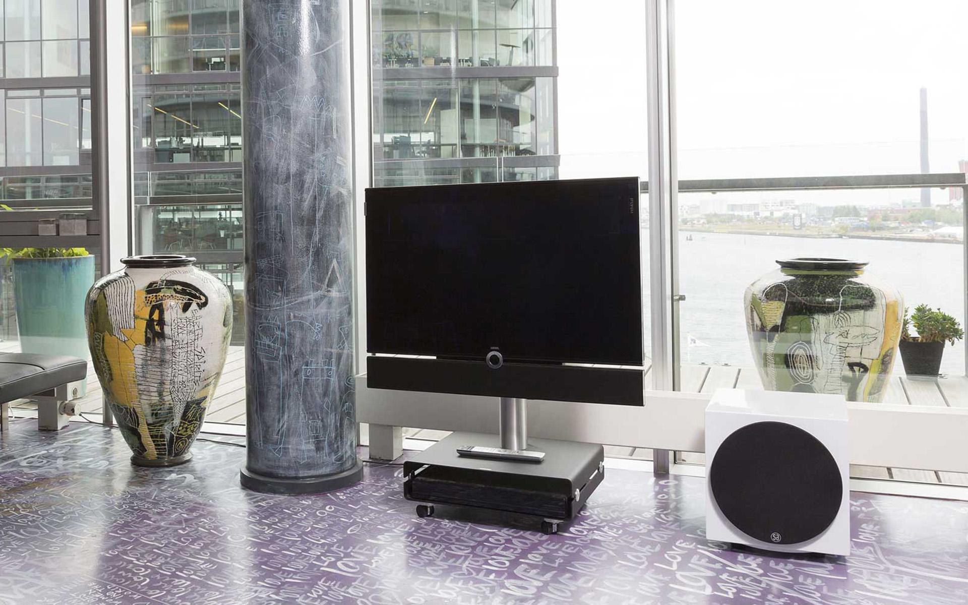 Добавить баса системе из телевизора с саундбаром? Нет ничего проще!