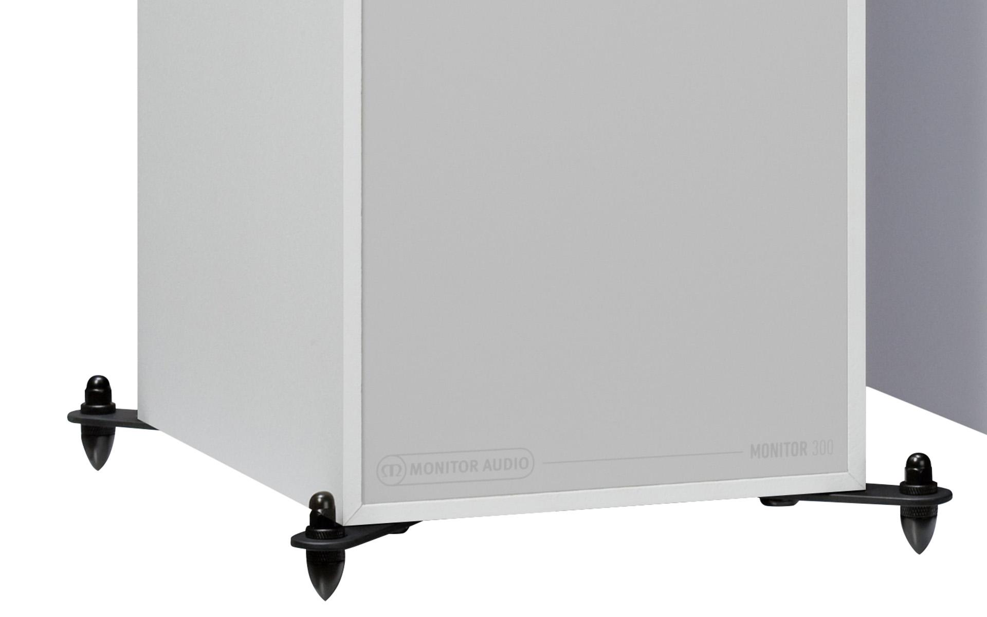 Вариант отделки напольника – белый корпус и элегантные выносные ножки