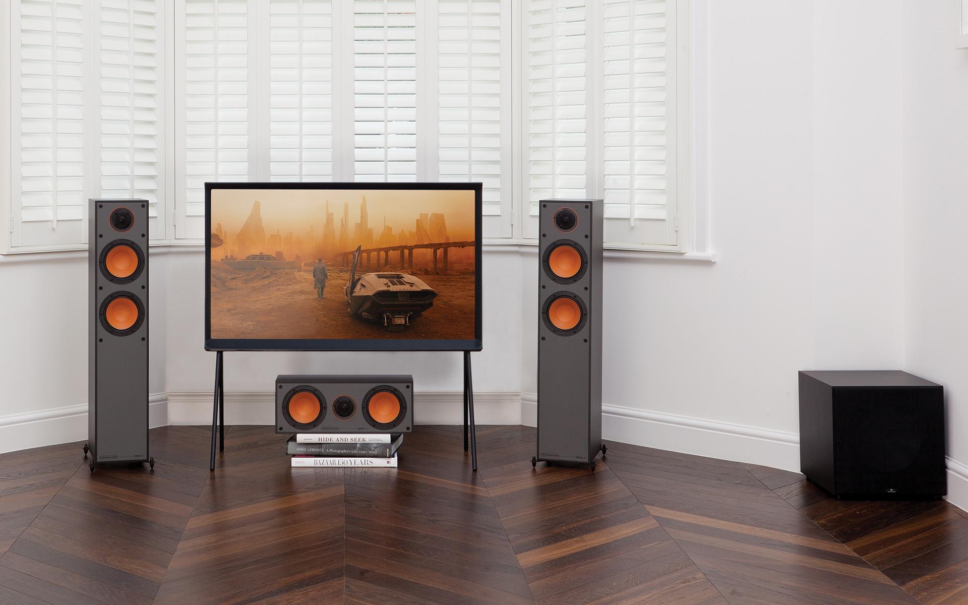 Диффузоры низкочастотных динамиков получили эффектную оранжевую окраску