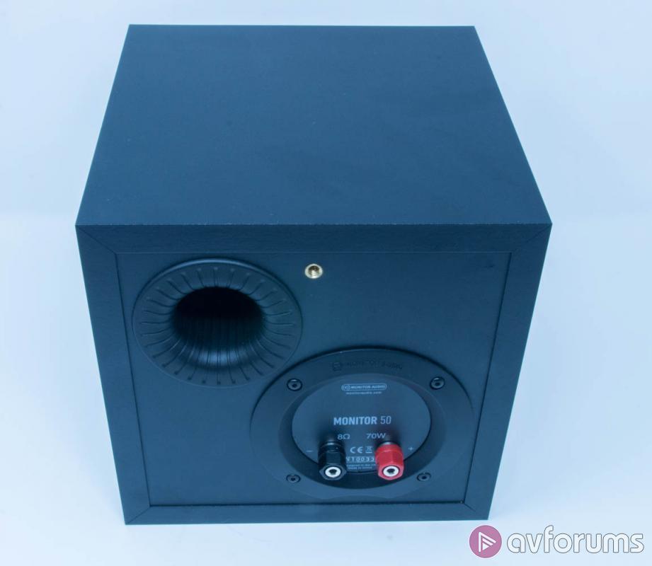 На задней панели корпуса Monitor 50 – порт фазоинвертора и пара акустических клемм