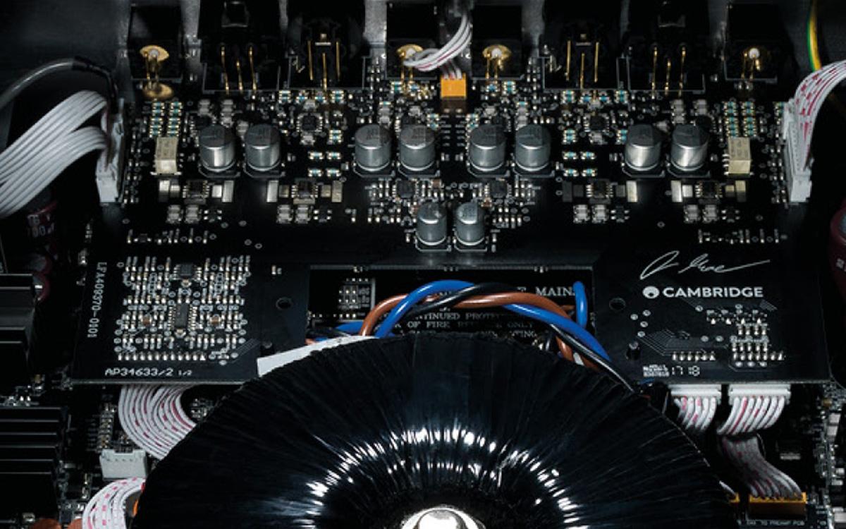 Печатная плата одного из компонентов серии Cambridge Audio Edge
