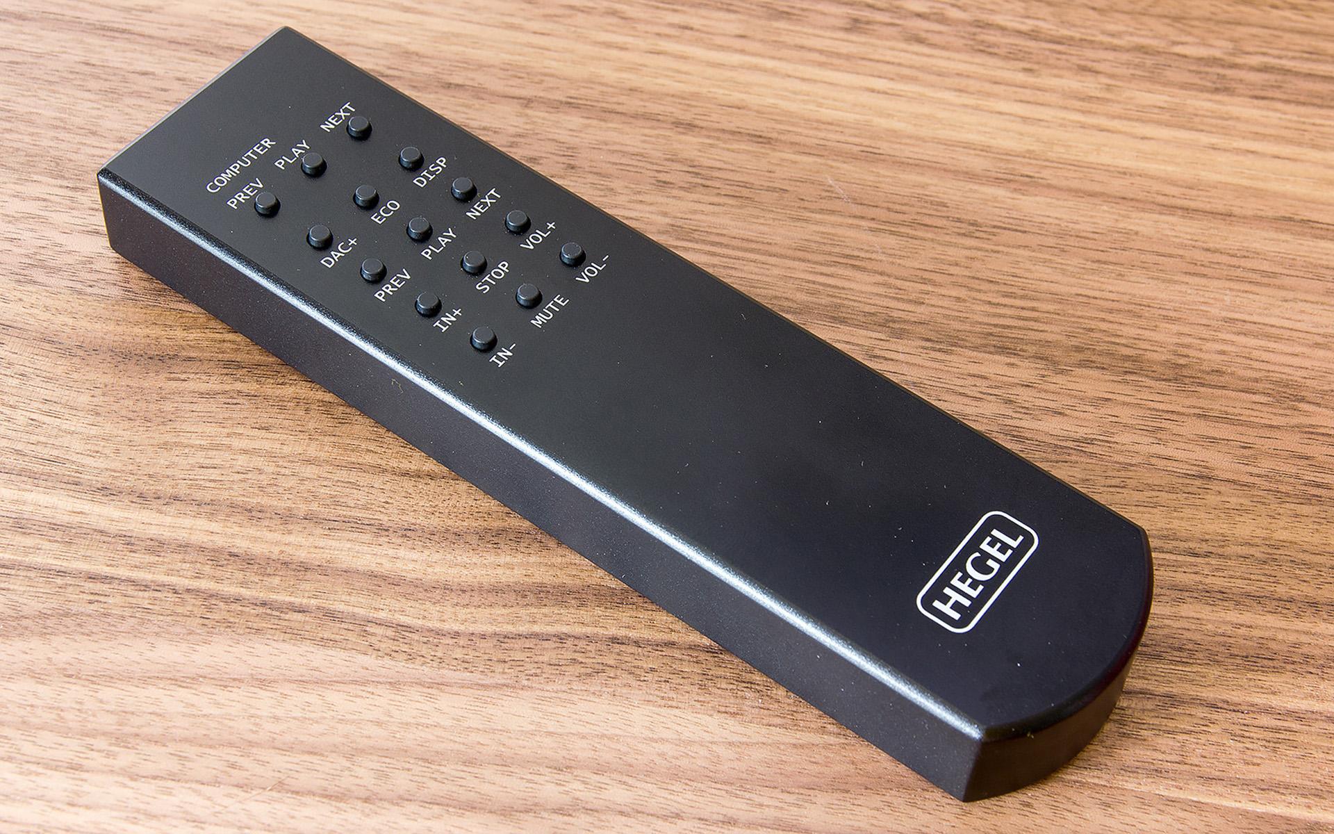 Пульт дистанционного управления Hegel RC8 работает и с другими компонентами компании, управляя входами, громкостью, отключением звука и регулировкой дисплея.
