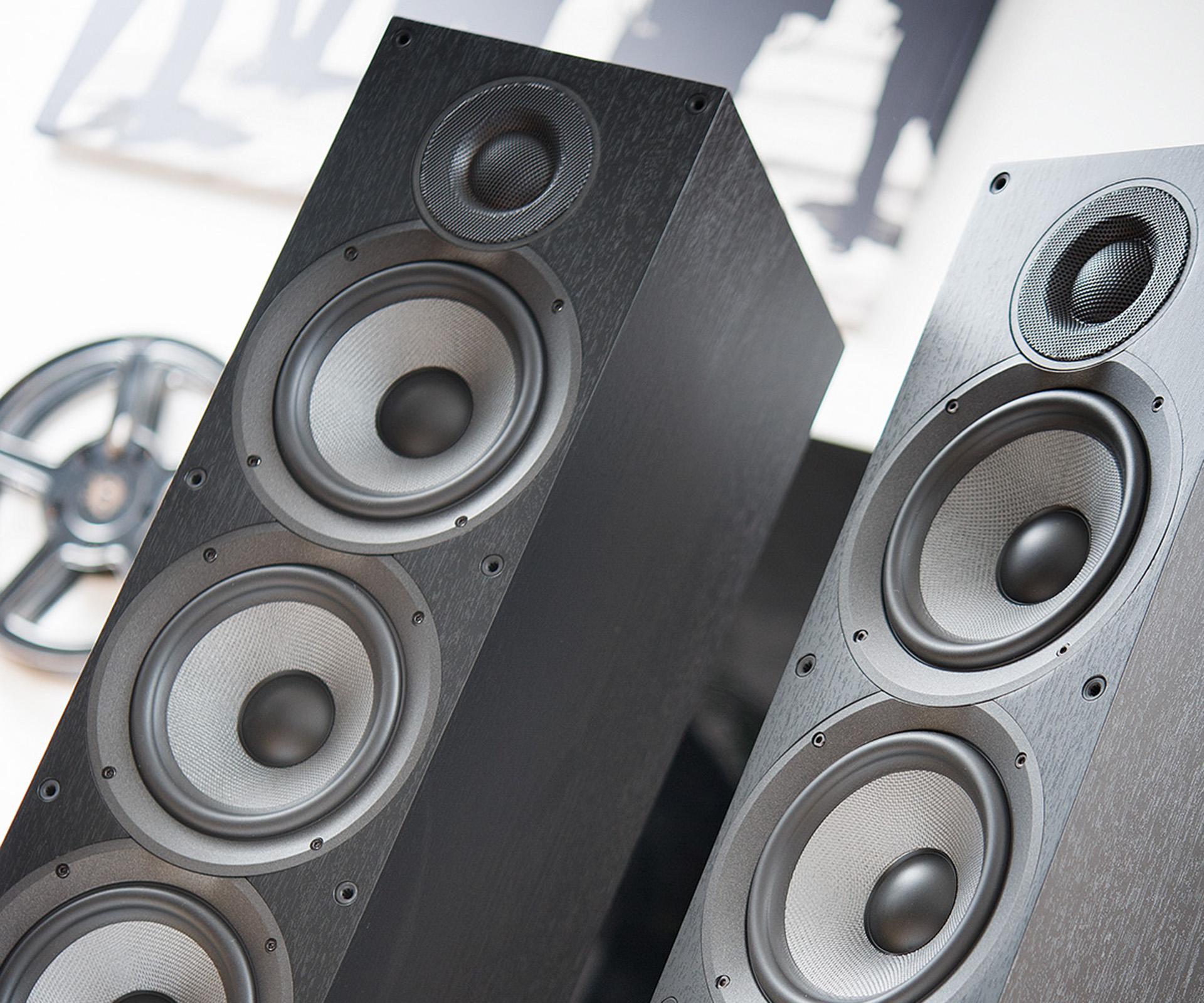 ELAC Debut и JBL Stage – среди пяти лучших напольных АС для тяжелого рока