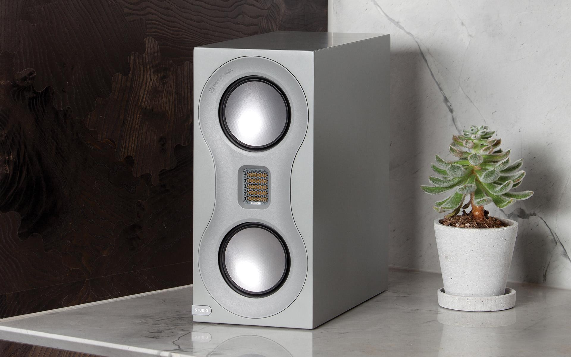 Любить красивые вещи легко: полочники Monitor Audio Studio в обзоре портала «The Abso!ute Sound»