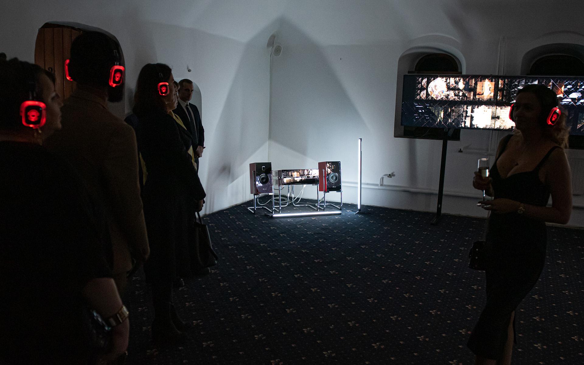 Стереосистема от Burmester в аудио-визуальном перфомансе «Выше света и притяжения»