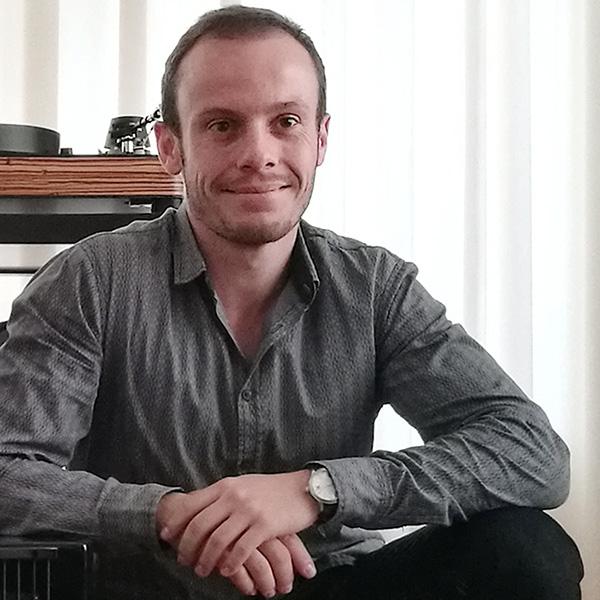 Кирилл Ненарокомов, Москва, Россия Директор по международным продажам