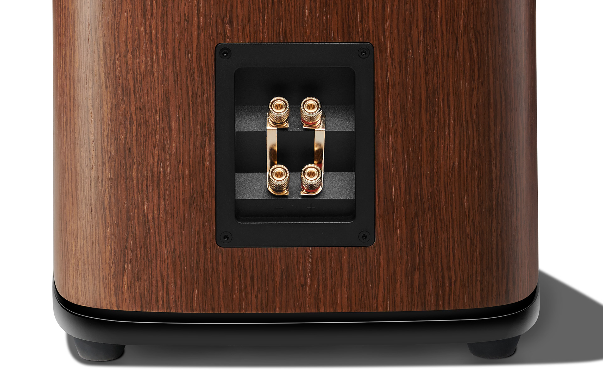 Выдающийся звуковой образ: напольная акустика JBL HDI-3800 в обзоре портала Audioholics