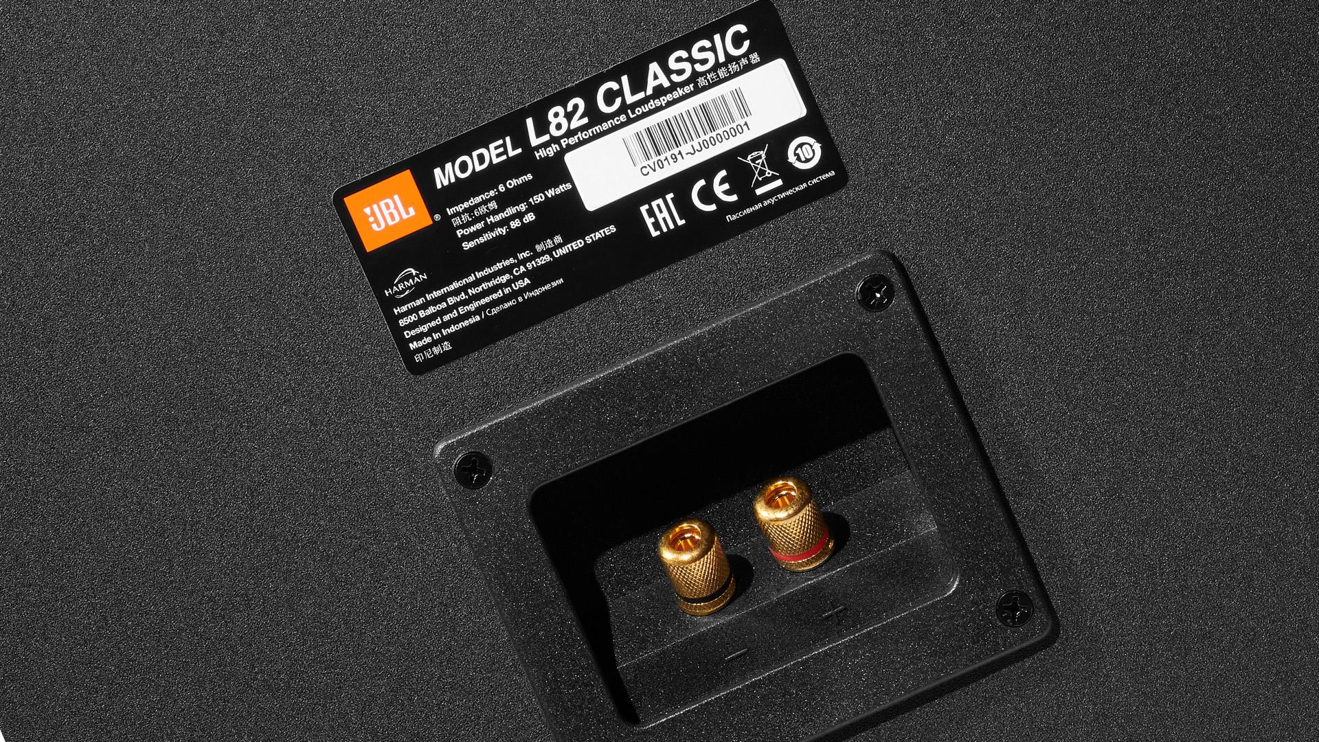 Компактный монитор с восьмидюймовым динамиком JBL L82 Classic – уже в России