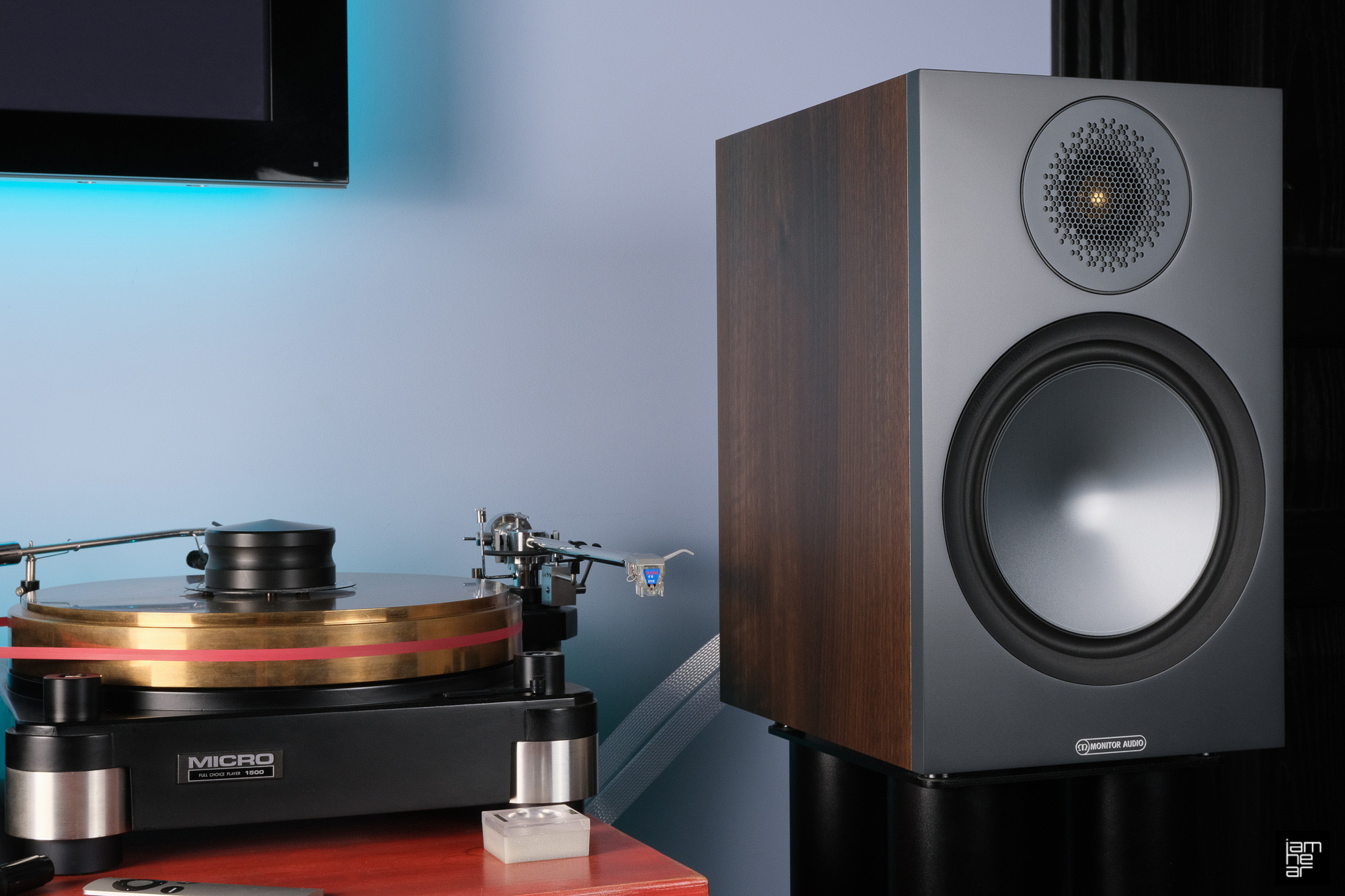 Блог Iamhear оценил насыщенный и пластичный звук Monitor Audio Bronze 100