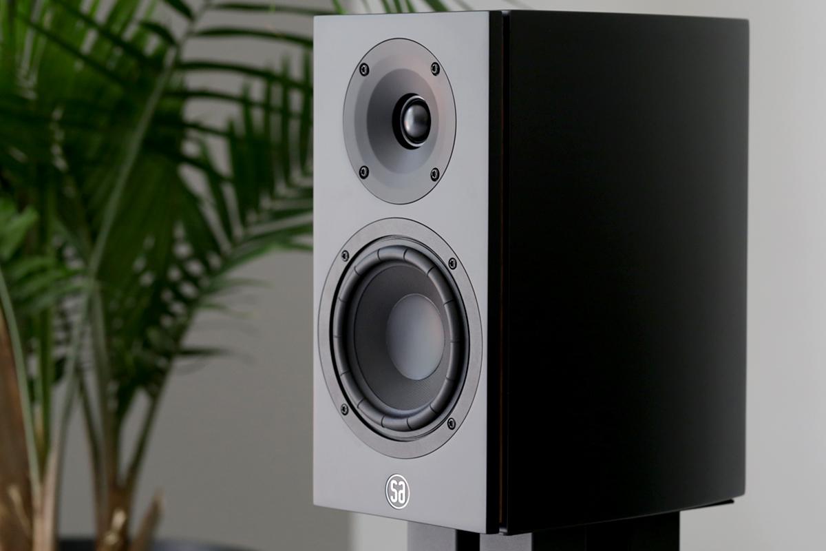 Портал SoundStageSimpliFi оценил «быстрое» звучание колонок SA legend 5 silverback