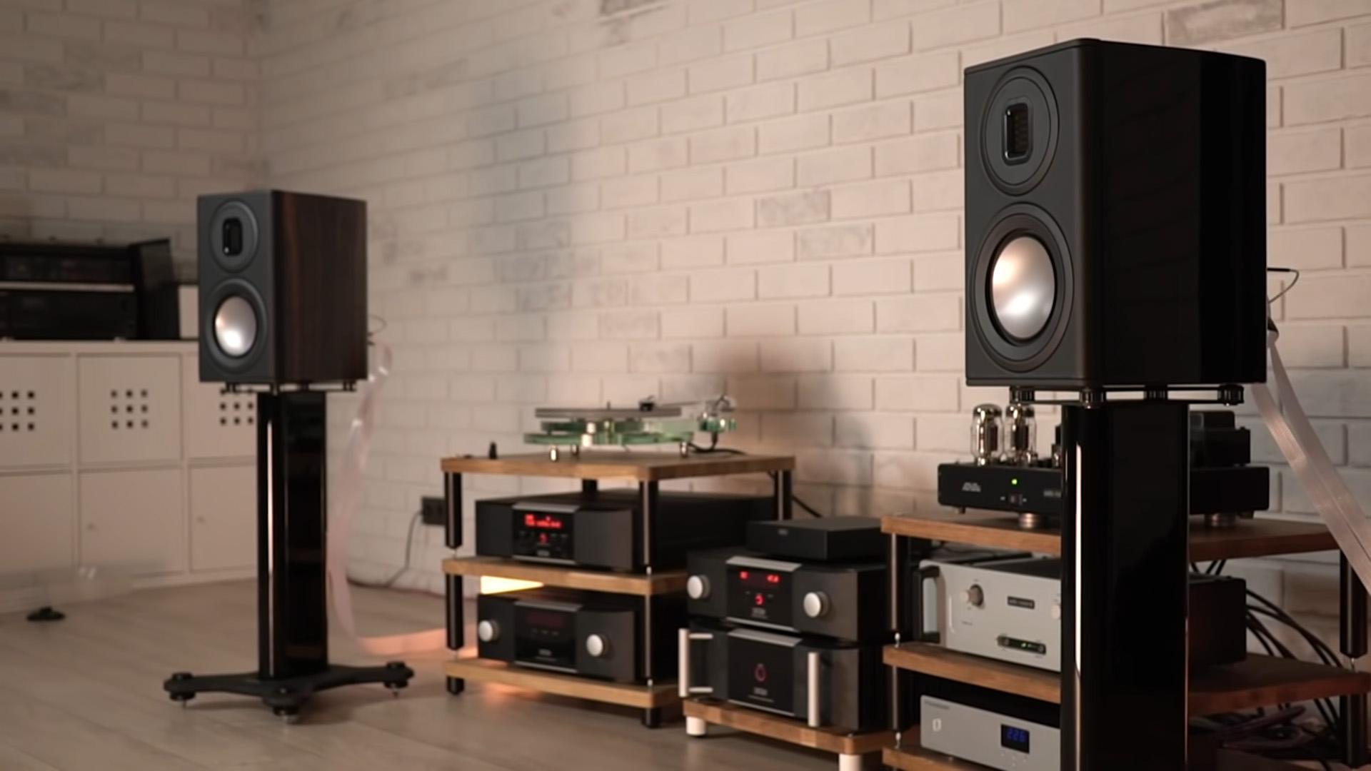 Borzenkov убедился: Platinum PL100 II – самые серьёзные полочные колонки Monitor Audio